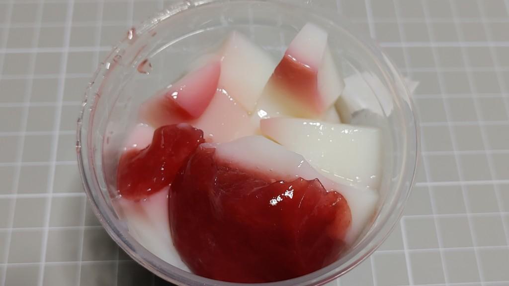 セブンイレブンのもっちりわらび餅苺ミルク