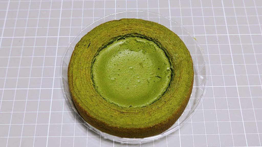 ファミリーマートの旨み抹茶チーズケーキのバウム
