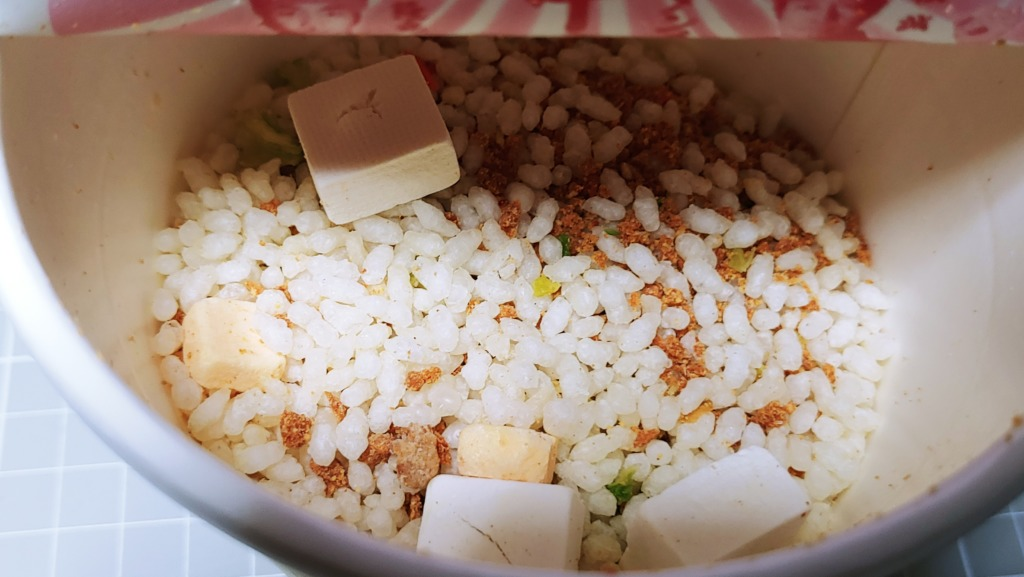 セブンイレブン 蒙古タンメン中本 辛旨飯 チーズの追撃