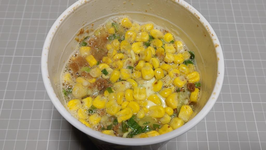 東洋水産 マルちゃん 味噌バター味ラーメン コーン15%増量